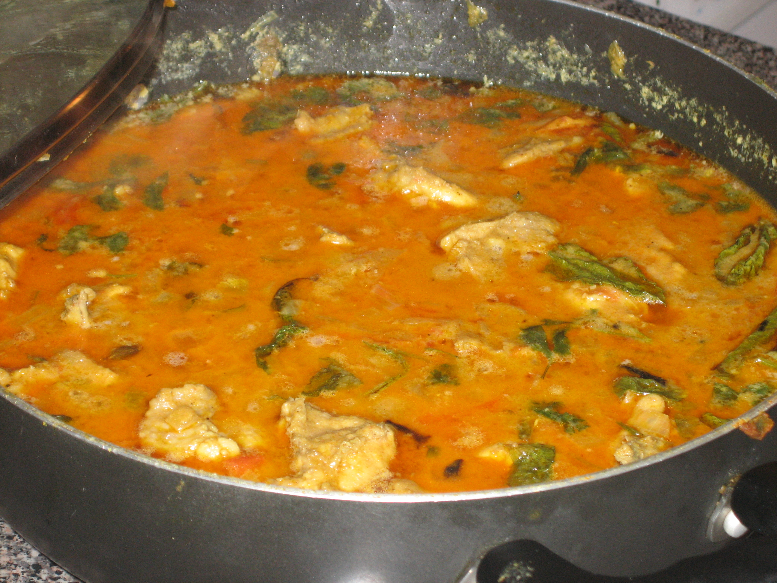 Mint flecked chicken curry
